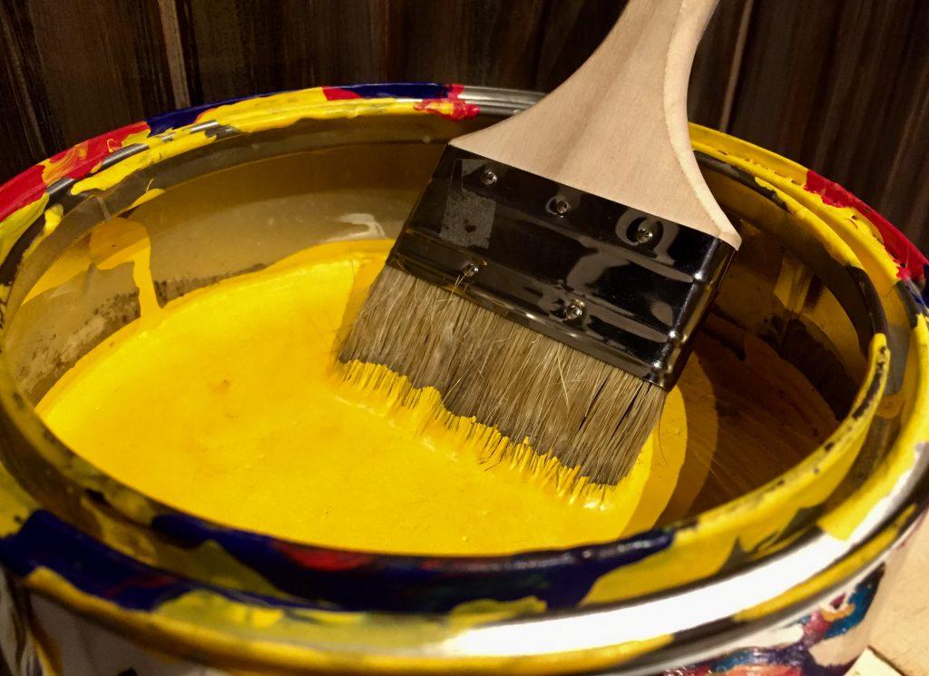 屋根塗装 黄色い塗料