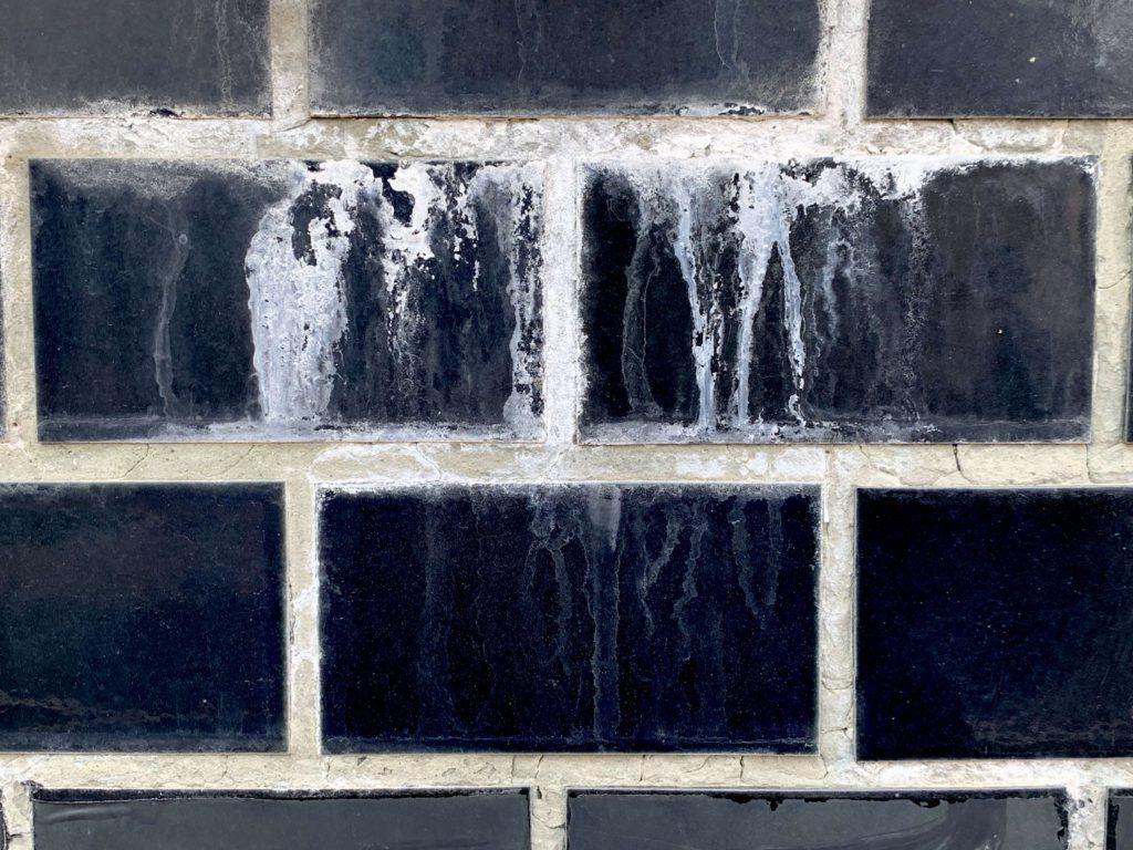 外壁タイル 白い汚れ