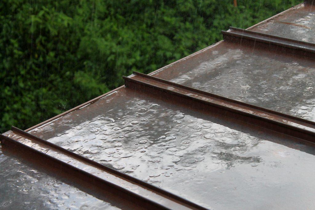 ラジカル塗料 雨