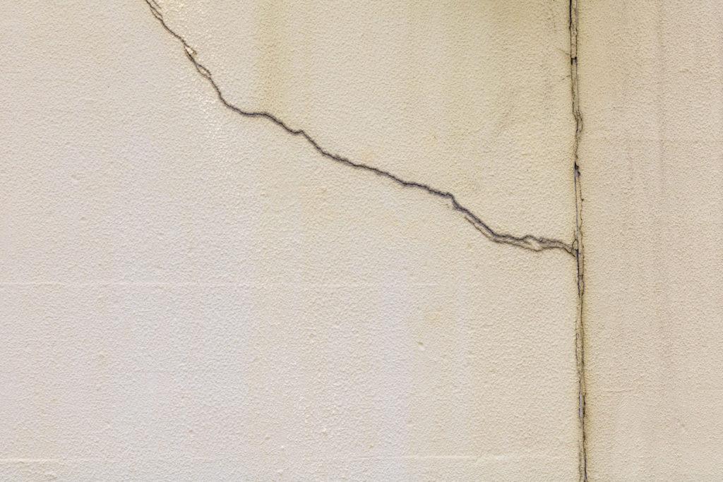 外壁塗装 ひび割れ