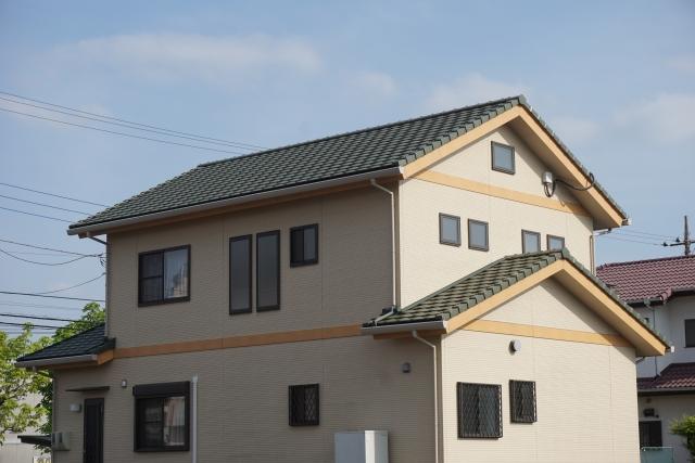 切妻屋根 ガルバリウム鋼板