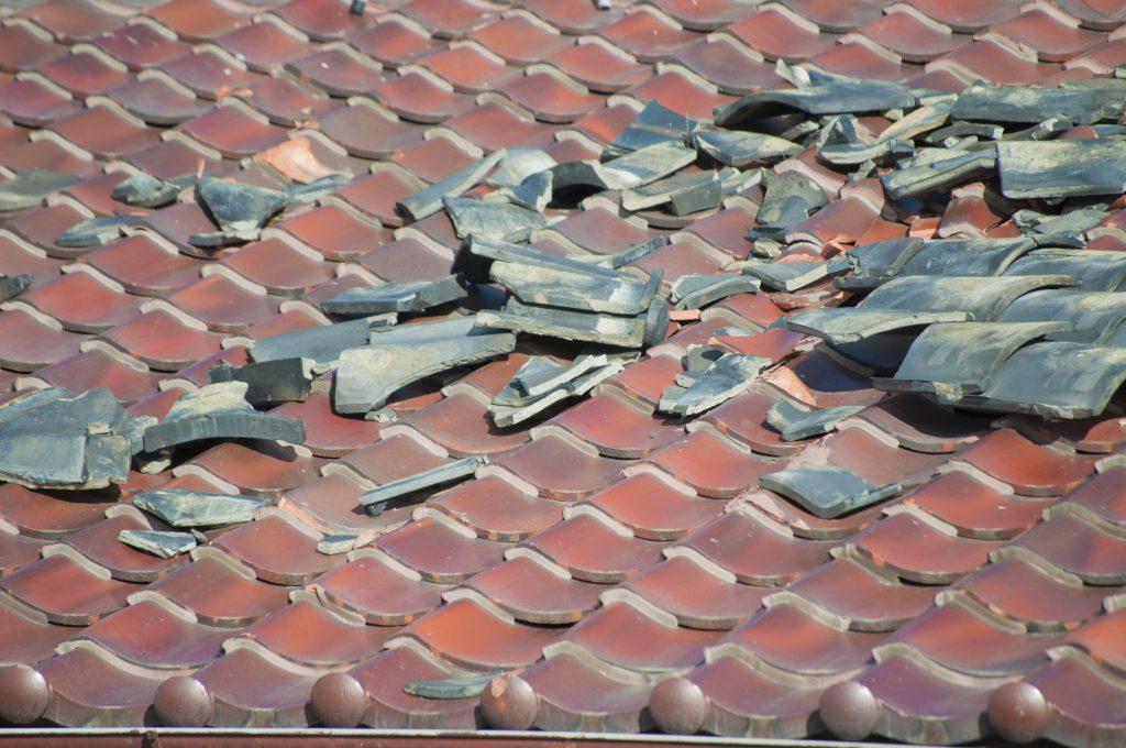 瓦屋根 災害による破損