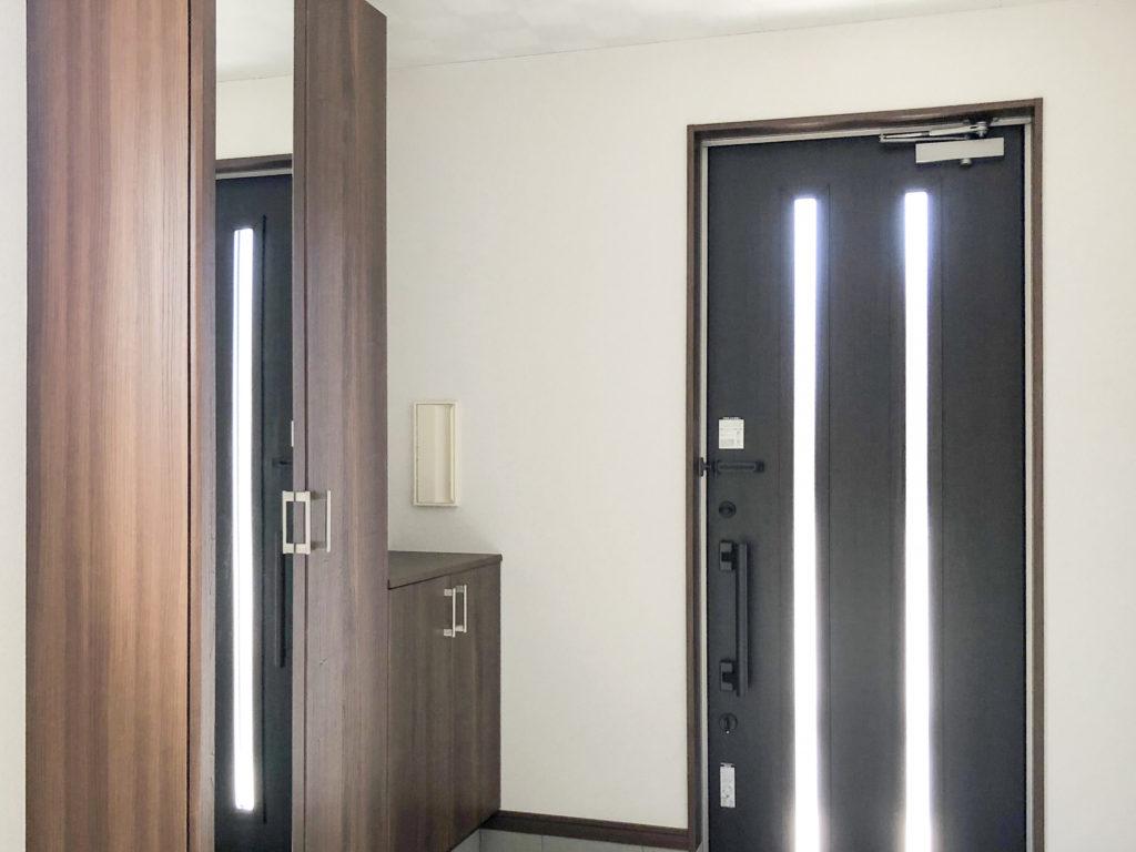 玄関ドア 金属製