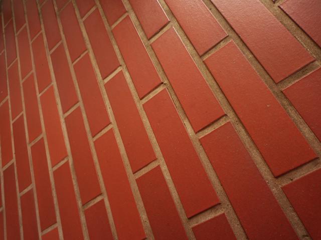 レンガ外壁 同じ並べ方のレンガの外壁