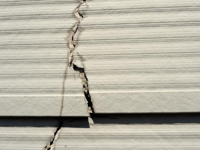サイディング 破損した外壁