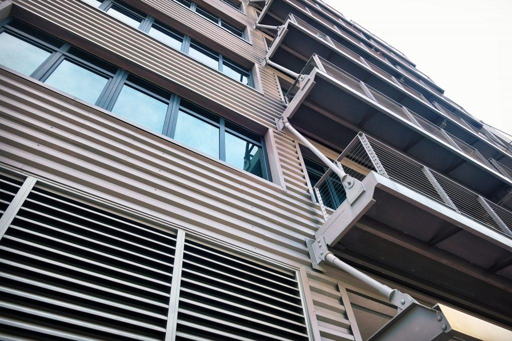 ガルバリウム鋼板を使用した建物