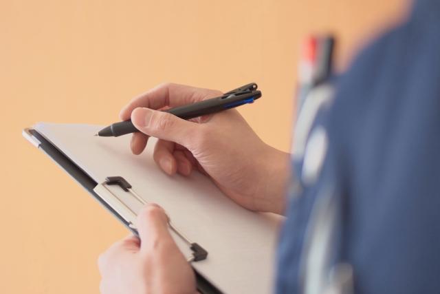 外壁と屋根の塗装 書類をかく業者