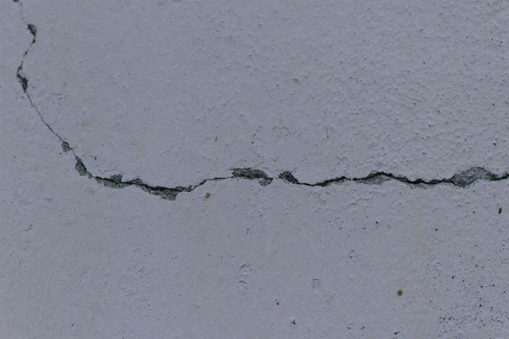外壁補修が必要なひび割れ